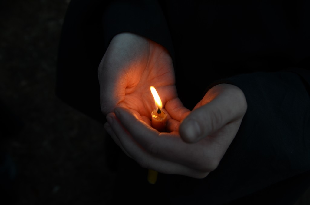 черные свечи зажигать в церкви сонник это