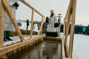 Епископ Силуан совершил чин великого освящения воды на реке Кеть